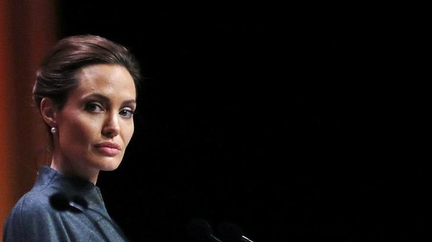angelina-jolie-involved-in-a-car-crash-as-two-of-her-suvs-tires-pop-89512_1