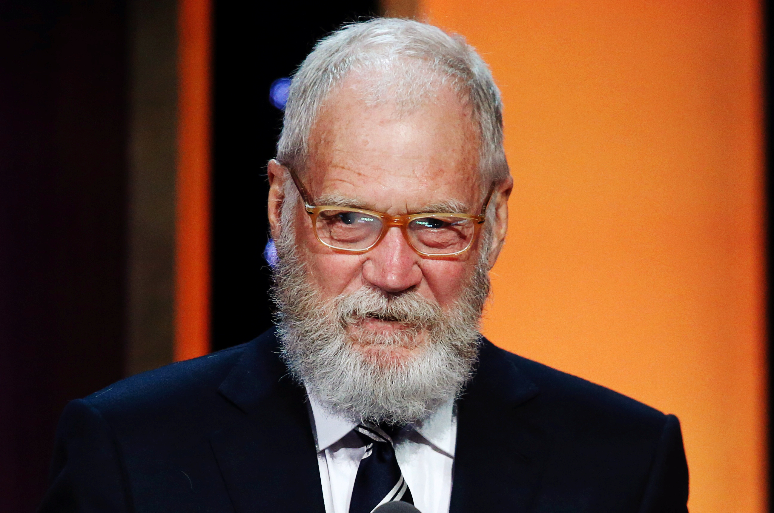 David Letterman speaks to guests after receiving his award at the 75th Annual Peabody Awards in New York, U.S. May 21, 2016. REUTERS/Eduardo Munoz  - RTSFCEG