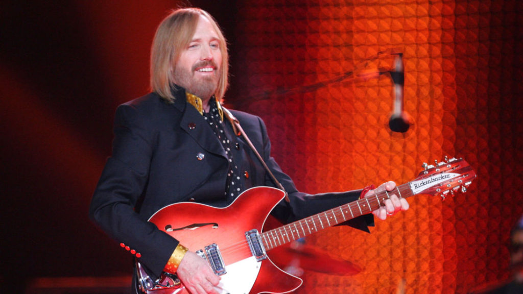 GLENDALE, AZ - FEBRUARY 03: Musician Tom Petty performs at the Bridgestone halftime show during Super Bowl XLII between the New York Giants and the New England Patriots on February 3, 2008 at the University of Phoenix Stadium in Glendale, Arizona. (Photo by Streeter Lecka/Getty Images)
